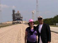 Cape - W+G bij space shuttle op lanceertoren-heelklein
